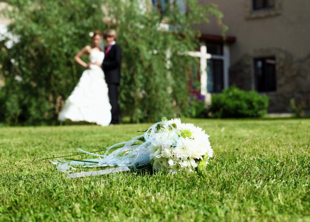 Suite bouquet in the foreground